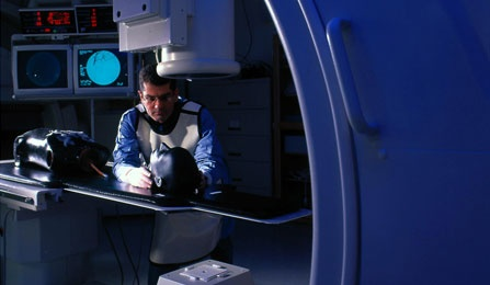 A researcher working in the Toshiba Stroke Research Center.