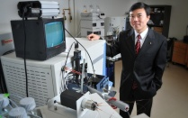 Jun Qu in lab.